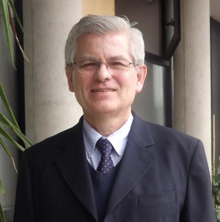 Dr. Carlos Reyes