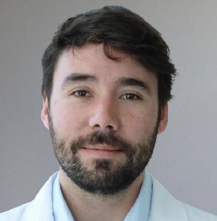 Dr. Julián Varas